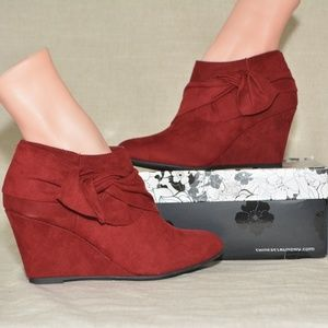 ModCloth Right on Time Wedge Bootie in Red